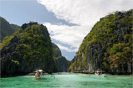 Limestone cliffs of El Nido, Palawan. Big lagoon entrance, Miniloc island - panoramio.jpg