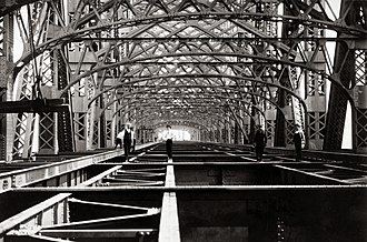 Queensboro Bridge - Constructing the upper level in 1907