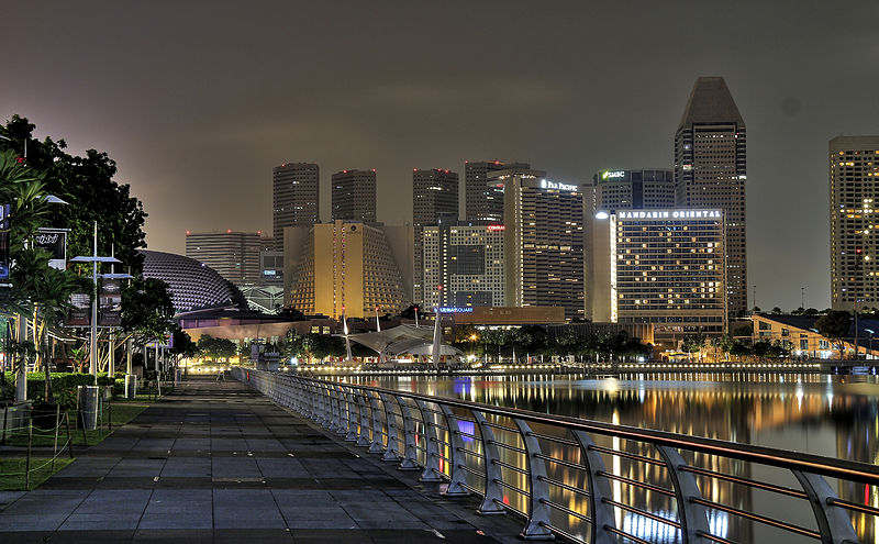 File:Boardwalk at Marina Bay (8037891773).jpg