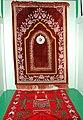 Bohoniki meczet dywaniki w kazalnicy.jpg