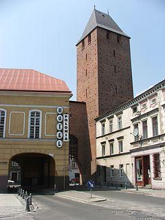 Namysłów - Brama Krakowska (fot. Wikipedia, autor: Mateusz210, lic. CC-BY-SA-3.0)