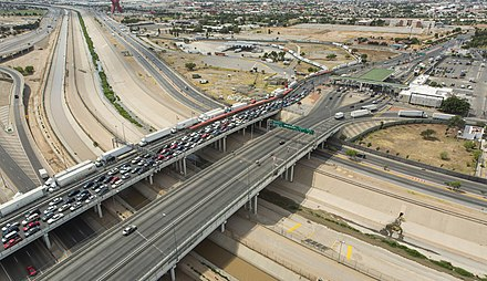 US to Mexico over the Rio Grande Bridge of the Americas (El Paso-Ciudad Juarez), June 2016.jpg