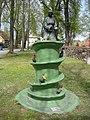 Brunnen - Wasserspenderin in Wünsdorf - panoramio.jpg