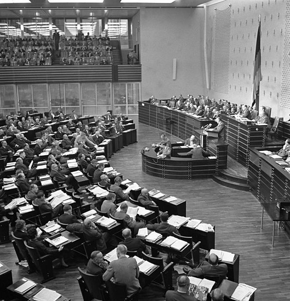 Datei:Bundesarchiv B 145 Bild-F002349-0006, Bonn, Bundestag, Pariser Verträge.jpg