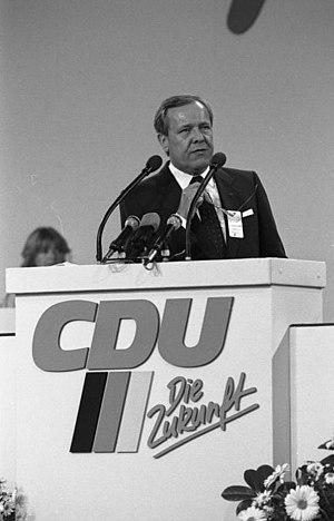 Walter Wallmann - Image: Bundesarchiv B 145 Bild F073628 0015, Mainz, CDU Bundesparteitag, Wallmann