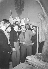 Bundesarchiv Bild 183-29675-0001, Berlin, Jugendstunde, Fritz Cremer.jpg