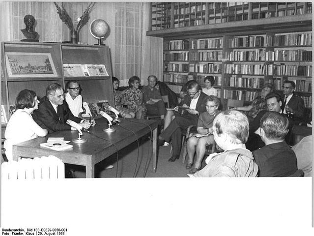 Soubor:Bundesarchiv Bild 146-1988-013-34A