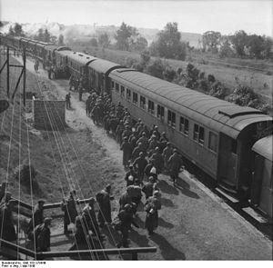 Hermann Graf - Image: Bundesarchiv Bild 183 S78949, Frankfurt Oder, entlassene Kriegsgefangene