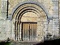 Bury (60), église Saint-Lucien, portail sud-est.jpg