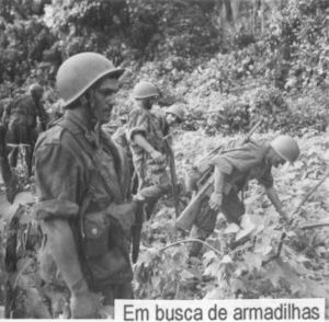 ArmaLite AR-10 - Portuguese páraquedistas armed with AR-10 rifles during the Angolan War of 1961-1974.