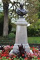 Buste Garnier Jardin Garnier Provins 1.jpg