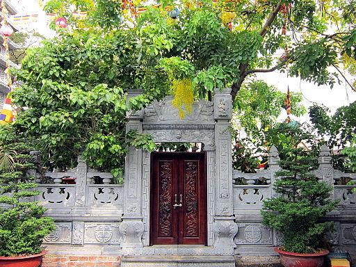 Cổng tháp chùa Vĩnh Nghiêm