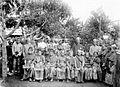 COLLECTIE TROPENMUSEUM Een groep meisjes in feestkleding Palembang Zuid-Sumatra TMnr 10002794.jpg