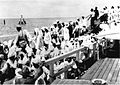 COLLECTIE TROPENMUSEUM Terugkerende hadjis in quarantaine op het eiland Onrust; ontscheping van pelgrims, Java. TMnr 60013004.jpg