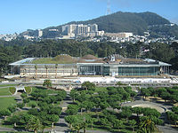 The New California Academy Of Sciences Building In San Franciscou0027s Golden  Gate Park Has A Green Roof That Provides 2.5 Acres (10,000 M2) Of Native ...