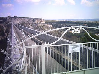 Canal de Marseille - The canal as it crosses the aqueduc de Roquefavour