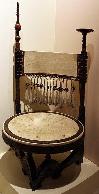 Antique Furniture & Wooden Sculpture Museum - Image: Carlo bugatti, sedia circolare, 1902