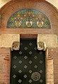 Casa Carreras, porta amb mosaics.jpg