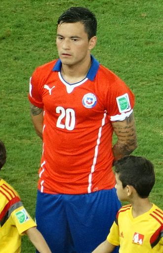 Charles Aránguiz - Aránguiz lining up for Chile at the 2014 FIFA World Cup