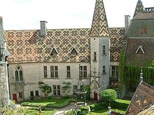 La Rochepot - Image: Chateau La Rochepot 01