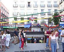 Salida de la boca de metro de Chueca