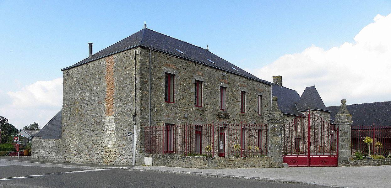 Mairie de Commer (53).