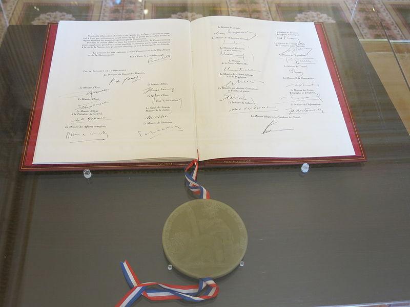 File:Constitution de 1958.jpg