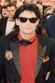 632365605 O ator Corey Feldman usando um Wayfarer na premiação do Oscar, 1989