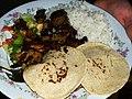 Costilla de cerdo con tortillas de maíz, arroz y ensalada (1240784407) Quesada, Alajuela, Costa Rica.jpg