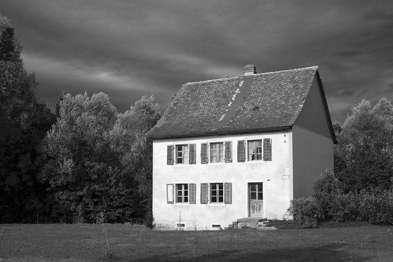 File:Courrendlin Haus.jpg