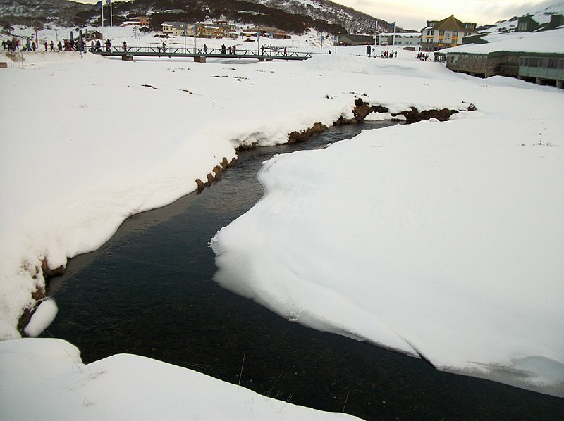پرونده:Creek in perisher.jpg