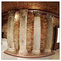 Cripta di Sant'Anastasio, particolare di colonne.JPG