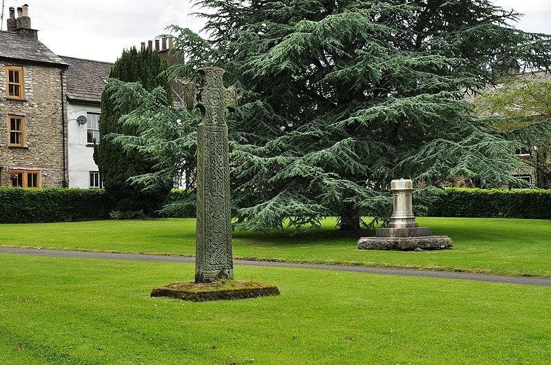 File:Cross in Kendal (6946).jpg