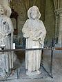 Crypte de la cathédrale Saint-Étienne de Bourges-Statues gothiques (4).jpg