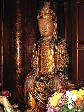 Dương Vân Nga - Statue of Dương Vân Nga in the Temple of Lê Đại Hành