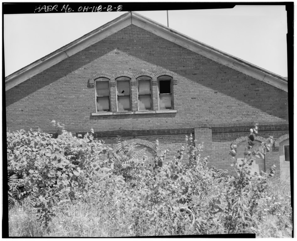 File detail of window on south elevation youngstown for North west house