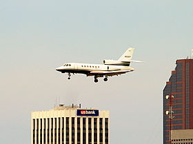 Il Falcon 50 marche N82ST in fase di atterraggio al Minneapolis-St Paul Int'l Airport - St Paul Downtown Holman Field