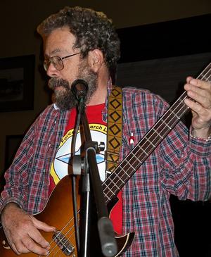 Dave Thomas (skeptic) - Image: David E. Thomas on bass retouch