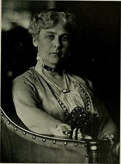 Delia Akeley, 1915.jpg