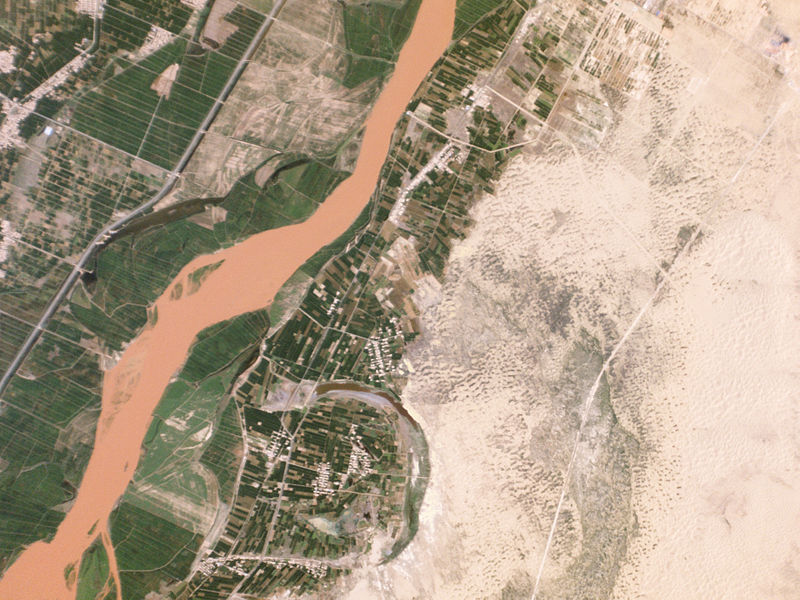 https://upload.wikimedia.org/wikipedia/commons/thumb/b/bd/Desertification_Control_Project%2C_Ningxia_China_-_Planet_Labs_satellite_image.jpg/800px-Desertification_Control_Project%2C_Ningxia_China_-_Planet_Labs_satellite_image.jpg