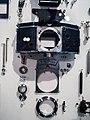 Die Explosivdarstellung einer Spiegelreflexkamera EXAKTA Varex IIa 08.jpg