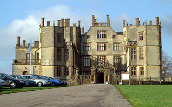 Frente del castillo moderno.