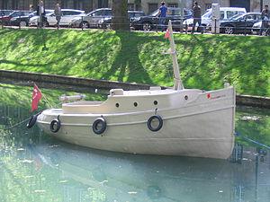 Drupa Düsseldorf, Papierboot auf dem Kö-Graben (Mai 2012) 1.jpg
