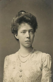 Duchess Elisabeth Gabrielle Valérie Marie in Bavaria (later Elisabeth, Queen of Belgium).png