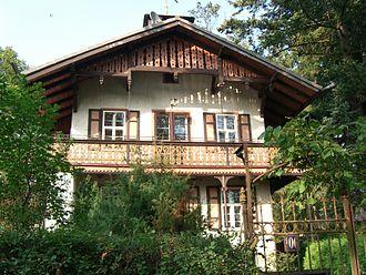 Swiss chalet style - Image: ER Burgberg old villa