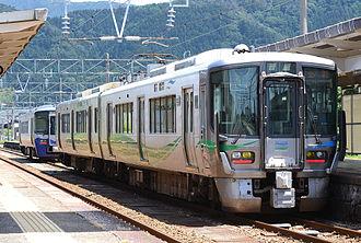 Ainokaze Toyama Railway - An Ainokaze Toyama Railway 521 series EMU at Tomari Station in June 2015