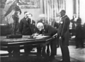 Eleftherios Venizelos signs the Treaty of Friendship with Italy, Rome 1928.png