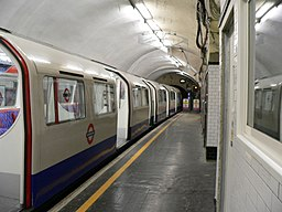 Elephant & Castle tube station - Bakerloo Line 2005-11-27