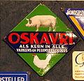 Enamel advert, OSKAVRI varkens-en Pluimveevoeders.JPG