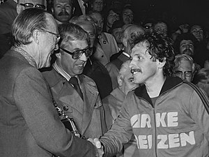 Epi Drost - Drost, receiving the KNVB Cup 1977